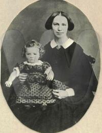 Justine Marie Agnete Janson + Dora
